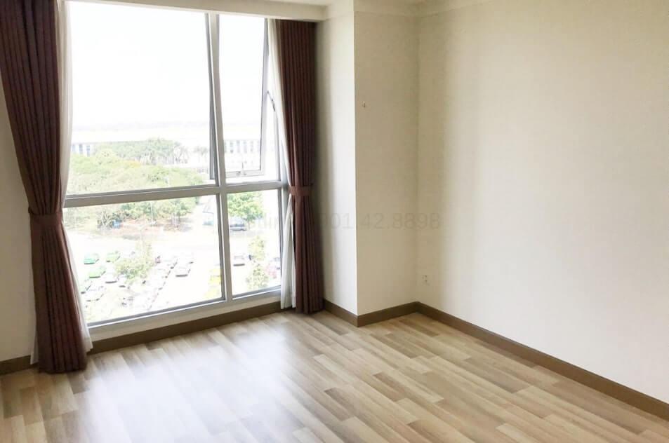 Cần bán gấp căn hộ 2 phòng ngủ, 95m2 Saigon Airport Plaza