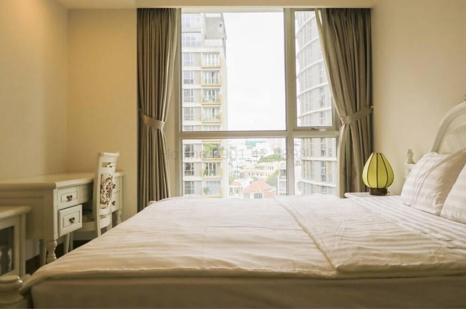 Comfortable apt. with a balcony for rent at Saigon Airport Plaza